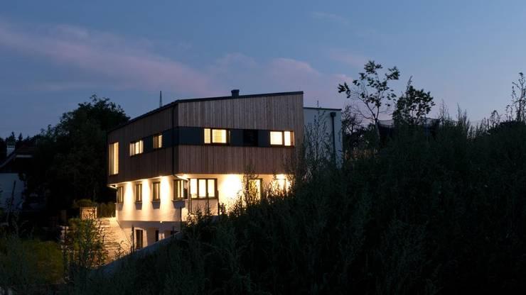 EINFAMILIENHAUS SEEKIRCHEN:  Häuser von ADLHART Architekten,Modern