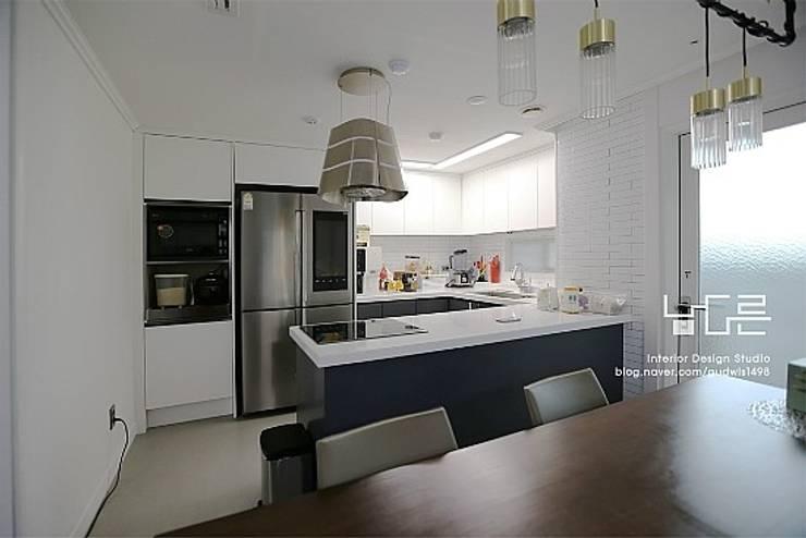 Projekty,  Kuchnia zaprojektowane przez 남다른디자인