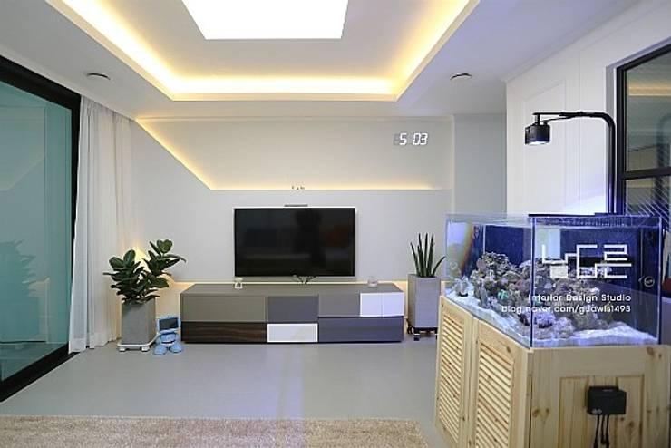 Projekty,  Salon zaprojektowane przez 남다른디자인