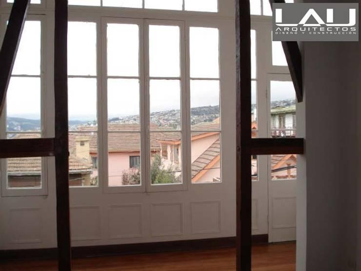 Loft Cerro Alegre: Ventanas de estilo  por Lau Arquitectos