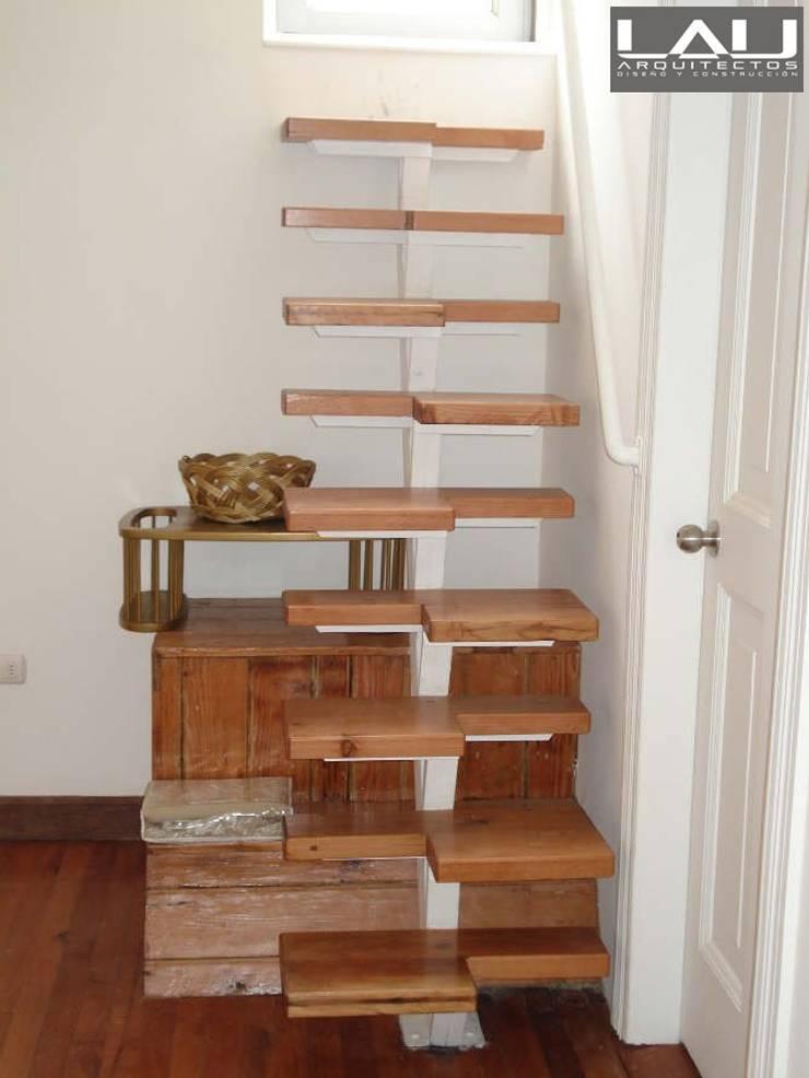 Loft Cerro Alegre: Escaleras de estilo  por Lau Arquitectos