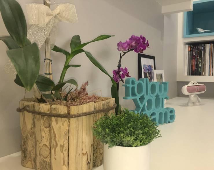 Modern study/office by Donna Design Modern
