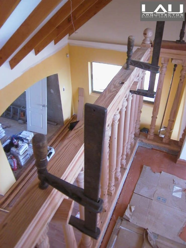 Casa Tabolango: Paredes de estilo  por Lau Arquitectos
