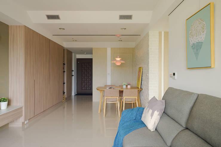 客廳:  客廳 by 寬軒室內設計工作室