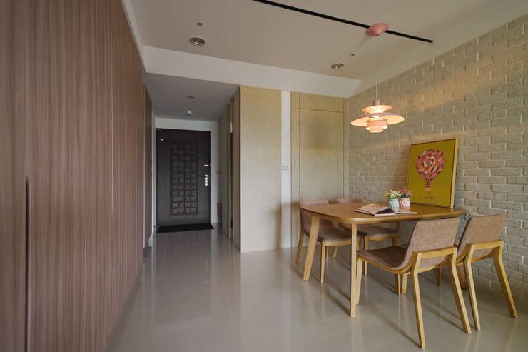 餐廳:  餐廳 by 寬軒室內設計工作室