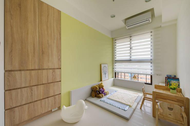 客房:  臥室 by 寬軒室內設計工作室