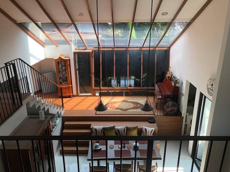Yasmin House Renovation:  Ruang Keluarga by SAE Studio (PT. Shiva Ardhyanesha Estetika)