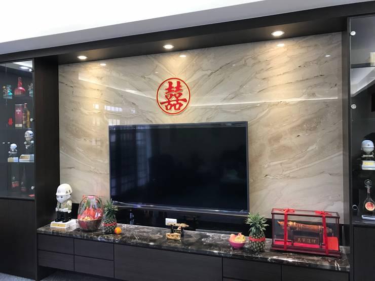 Living room by 寶樹堂營造工程