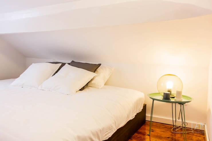 Suite B : Quartos  por IAM Interiores
