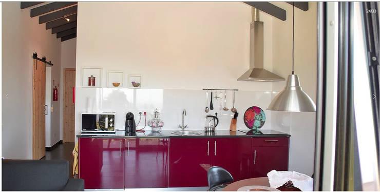 O Pirilampo - Alojamento Local: Cozinhas clássicas por Arkhimacchietta Atelier