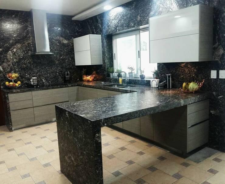 Muebles de cocinas de estilo  por Athalia cocinas y Carpinteria