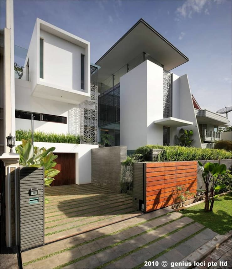 Modern houses by S.R. Buildtech – The Gharexperts Modern