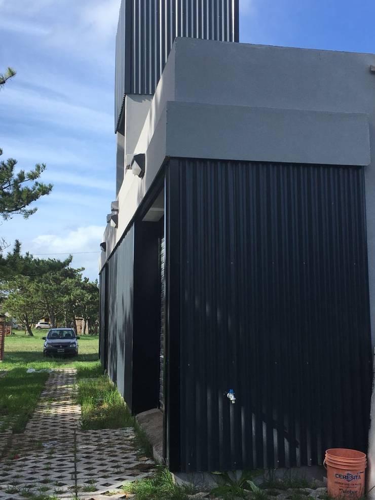 Casa Caleta 1: Casas ecológicas de estilo  por JeremíasMartínezArquitecto,Industrial Metal
