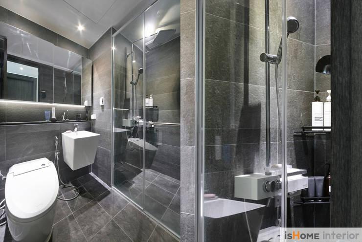 시선을 사로잡는 38평 청라아파트의 품격: 이즈홈의  욕실