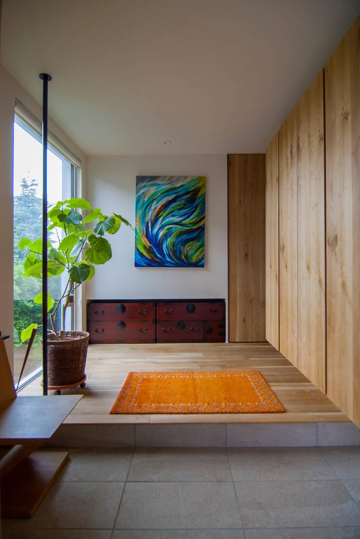 le jardin: 株式会社 ATELIER O2が手掛けた廊下 & 玄関です。