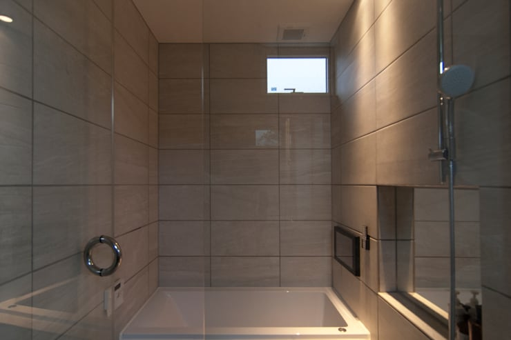 le jardin: 株式会社 ATELIER O2が手掛けた浴室です。