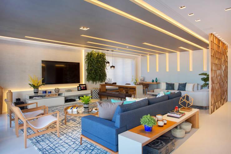 Ipanema: Salas de estar  por Patrícia Netto Arquitetura & Design
