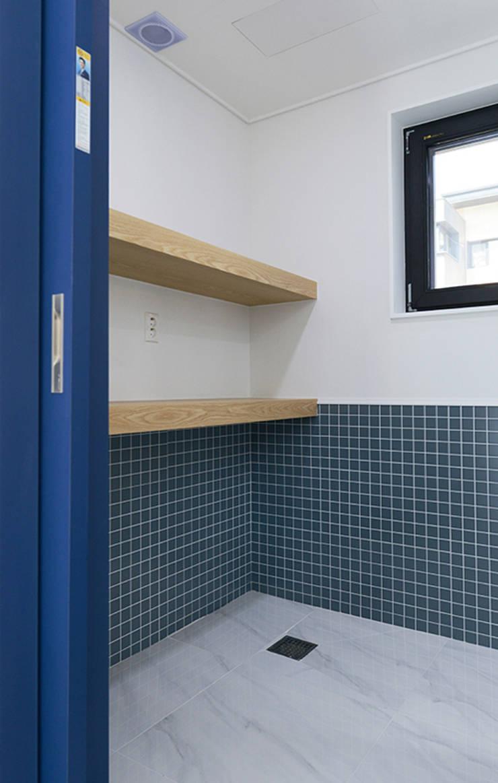 다용도실: 코원하우스의  주방