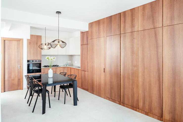 Area Cucina: Cucina attrezzata in stile  di manuarino architettura design comunicazione