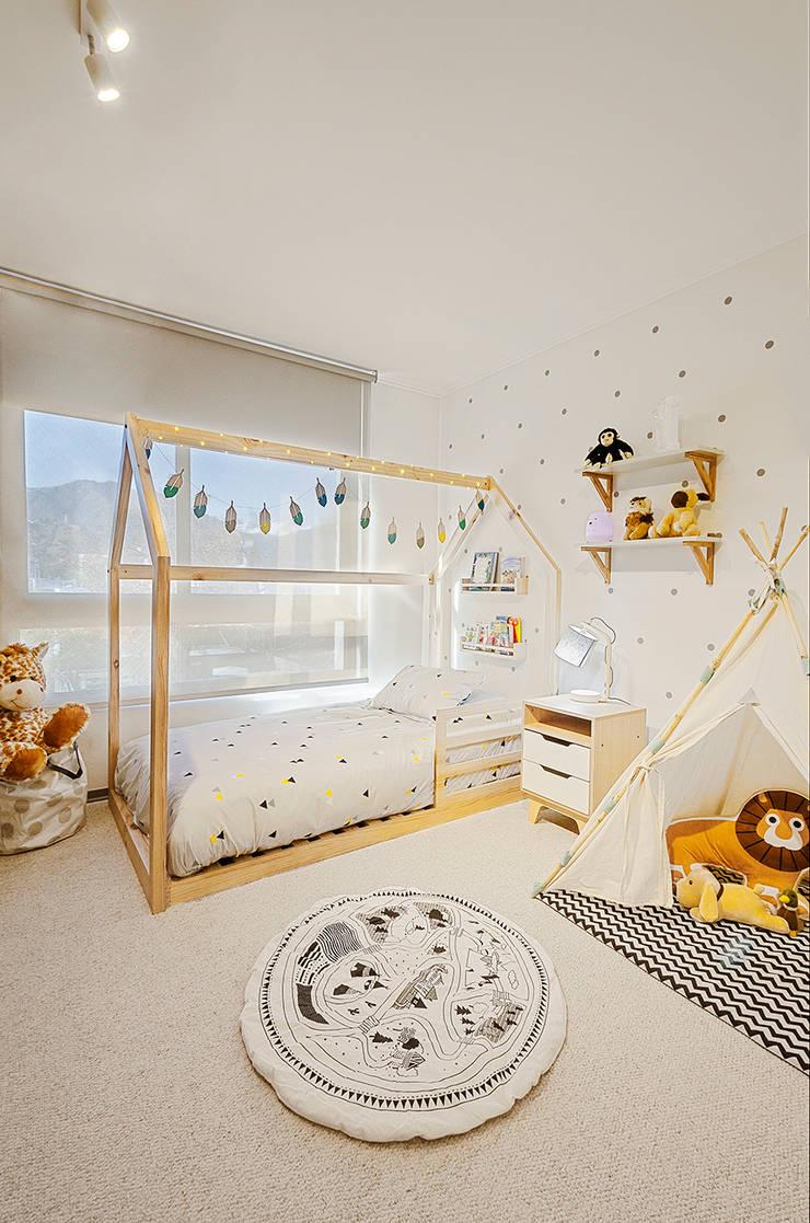 Dormitorio Montessori: Habitaciones infantiles de estilo  por Klover