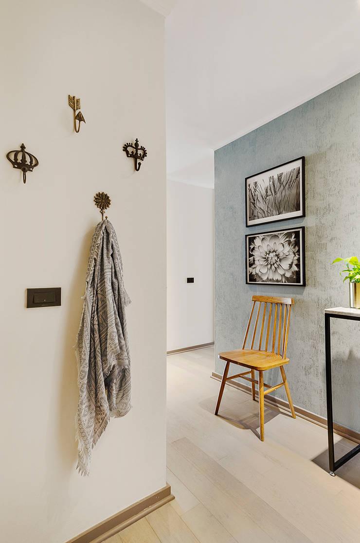 Hall de entrada : Pasillos y hall de entrada de estilo  por Klover