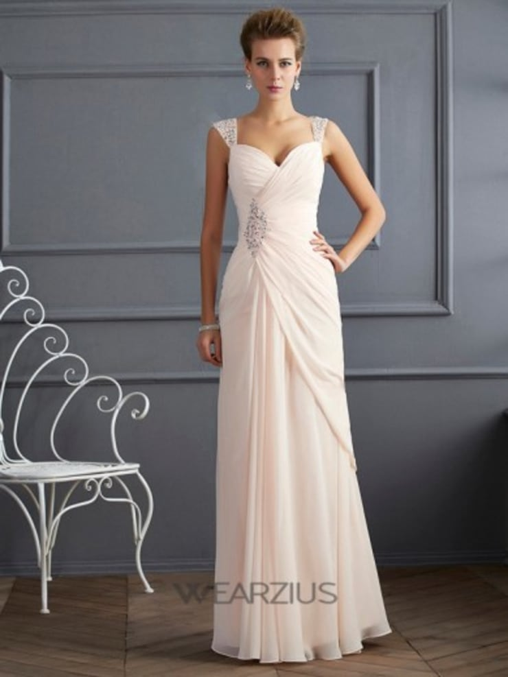 Maxi Evening Dresses: classic Dressing room by Wearzius