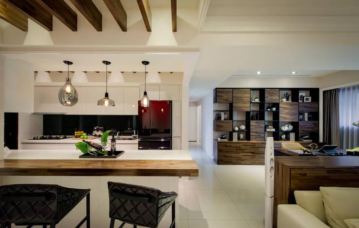 明日城:  廚房 by 星葉室內裝修有限公司