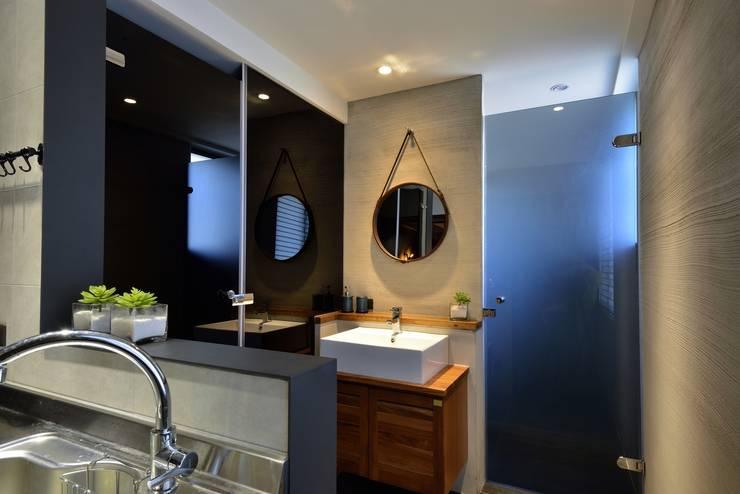 萬華LOFT風:  浴室 by 星葉室內裝修有限公司