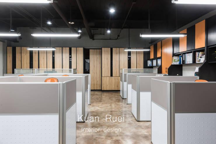 員工辦公區:  辦公大樓 by 台中室內設計-寬叡- 空間設計.工程