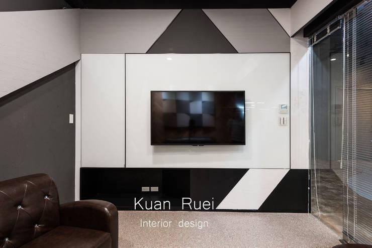 VIP室:  辦公大樓 by 台中室內設計-寬叡- 空間設計.工程