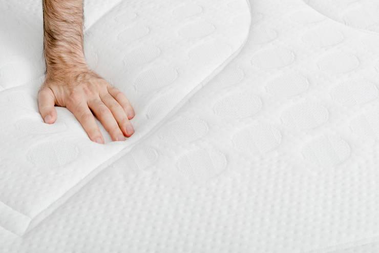 Colchon Morfeo viscoelástico con muelle ensacado, los mejores materiales : Dormitorios de estilo moderno de Colchón Morfeo