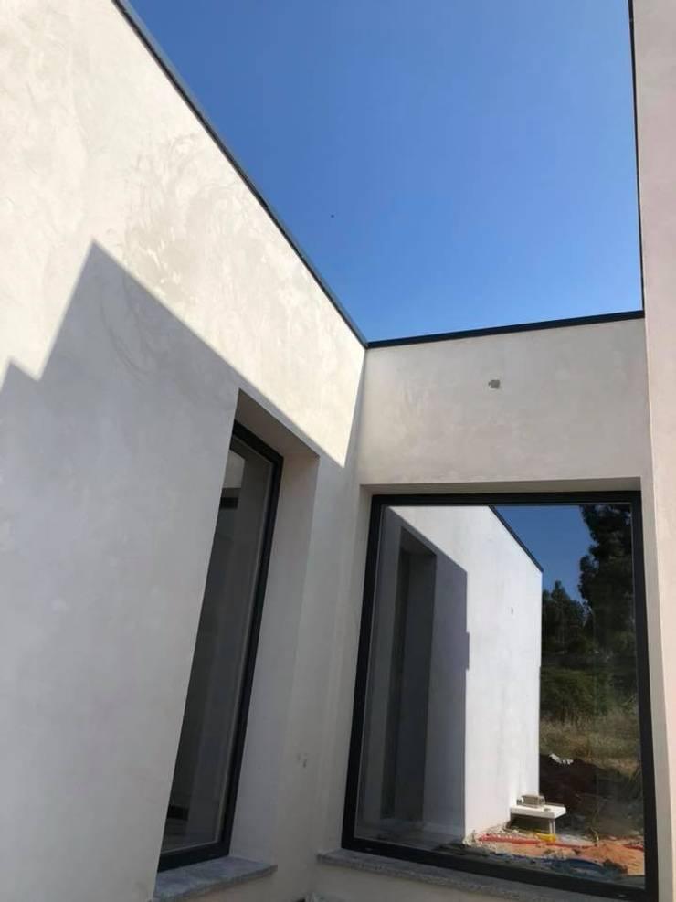 Moradia M3 + garagem (Orçamento Controlado):   por P&H - Arquitectos