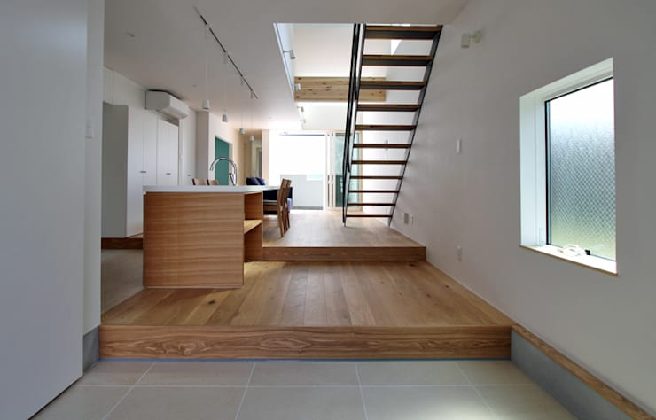 Corridor & hallway by 福田康紀建築計画, Modern