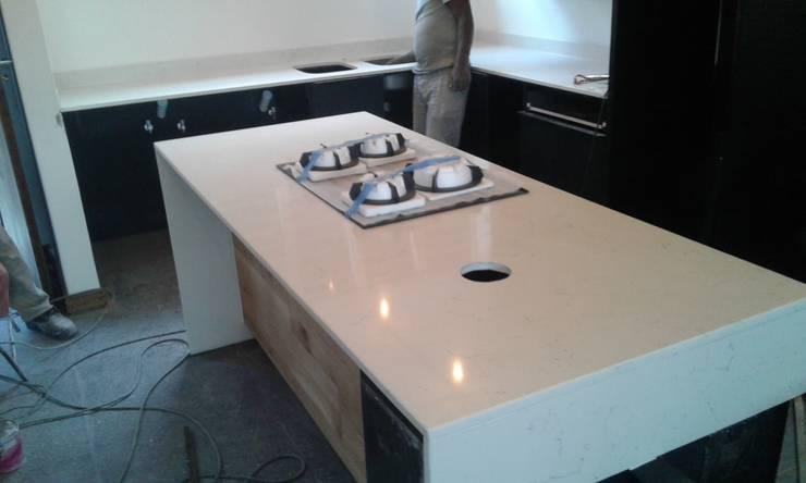 Reez :  Built-in kitchens by Gramatile cc / GMT Granite, Modern Quartz