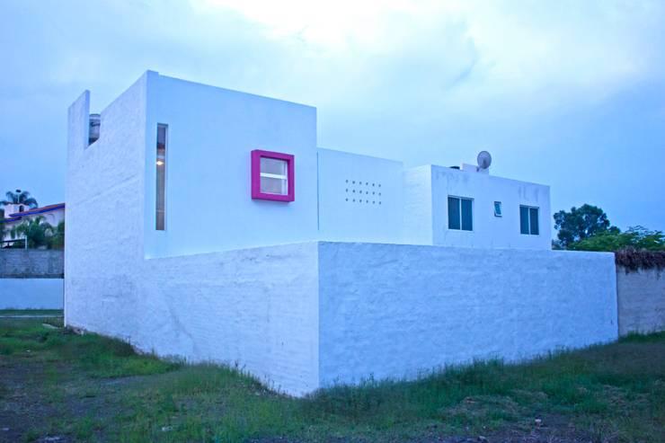 Fachada posterior: Casas de estilo  por Bojorquez Arquitectos SA de CV