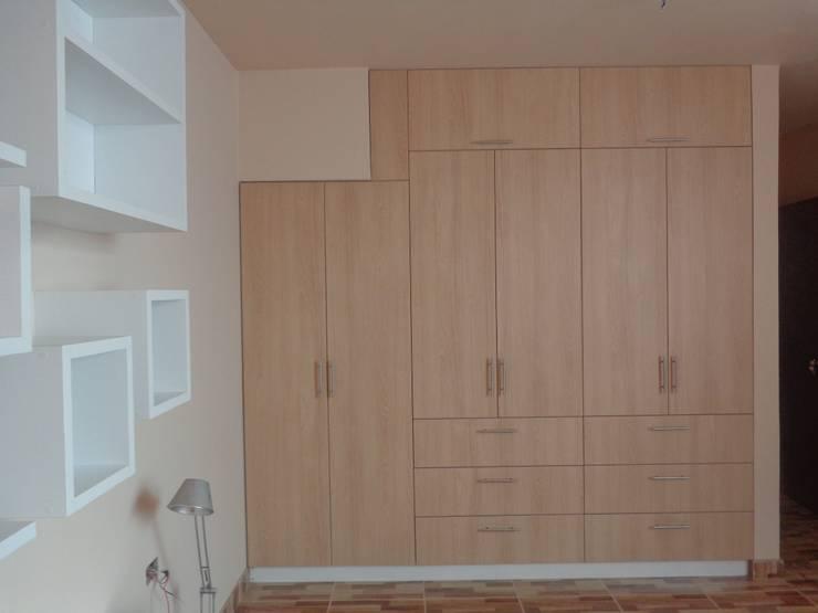 CLOSET - AMOBLAMIENTO DPTO: Dormitorios de estilo  por MARSHEL DUART SRL