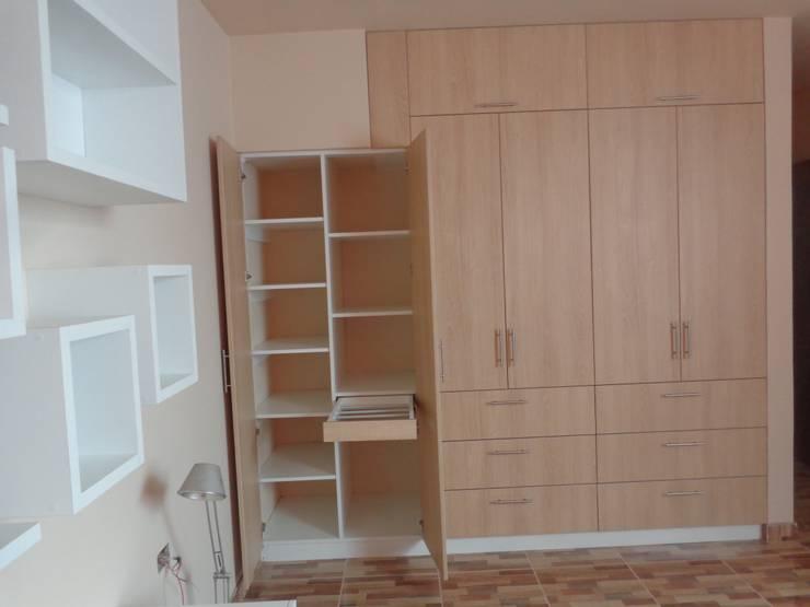CLOSET – AMOBLAMIENTO DPTO: Dormitorios de estilo  por MARSHEL DUART SRL