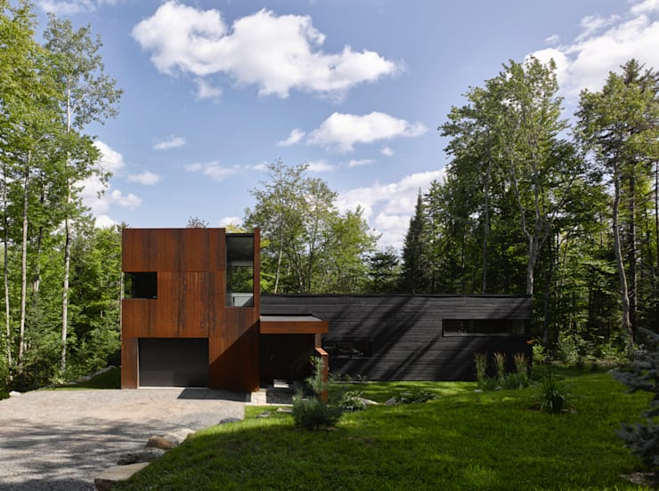 Modernes Einfamilienhaus aus Cortenstahl
