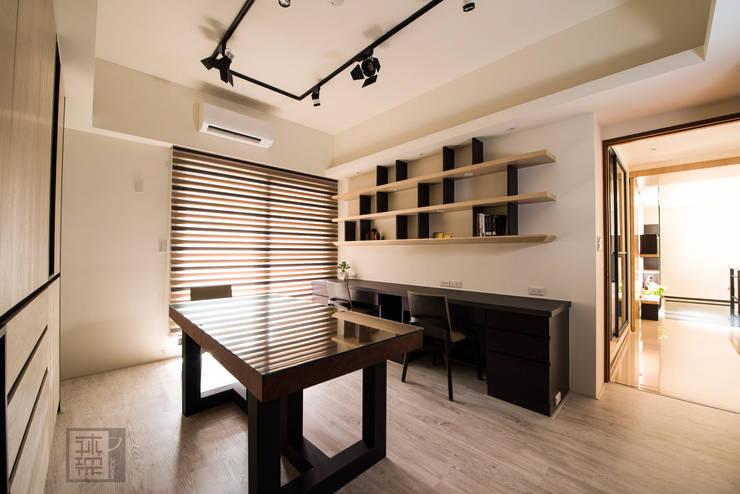 柯公館:  書房/辦公室 by 沐築空間設計