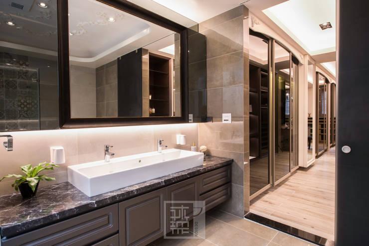 主浴洗手檯,結合鏡櫃收納:  浴室 by 沐築空間設計