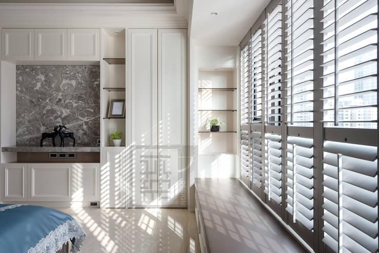 主臥窗明几淨佐以溫暖自然光:  臥室 by 沐築空間設計