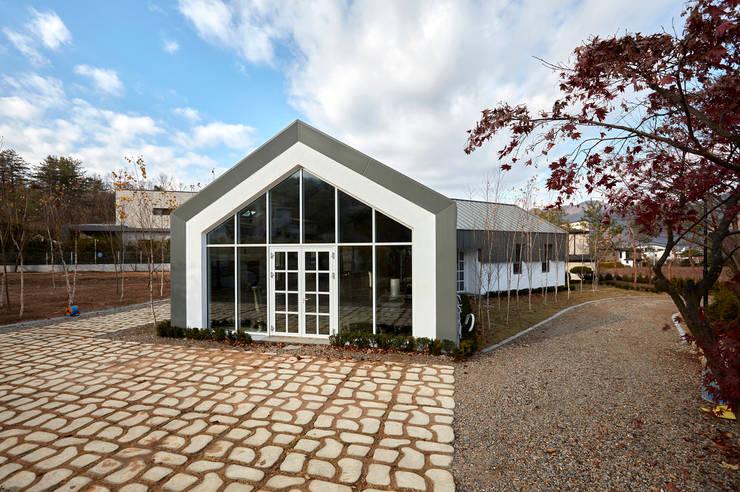 lyanature LAB (리아네이처 연구소 및 창고동): 위즈스케일디자인의  주택,모던