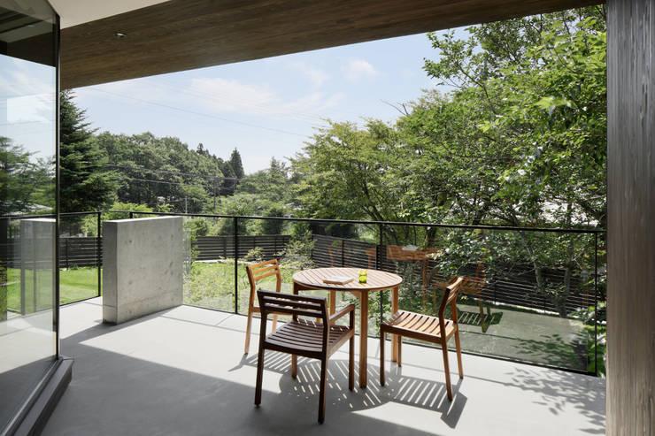 Terrazas de estilo  de atelier137 ARCHITECTURAL DESIGN OFFICE, Asiático