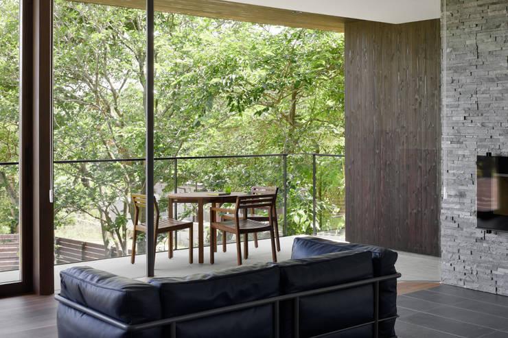 Salones de estilo  de atelier137 ARCHITECTURAL DESIGN OFFICE, Asiático