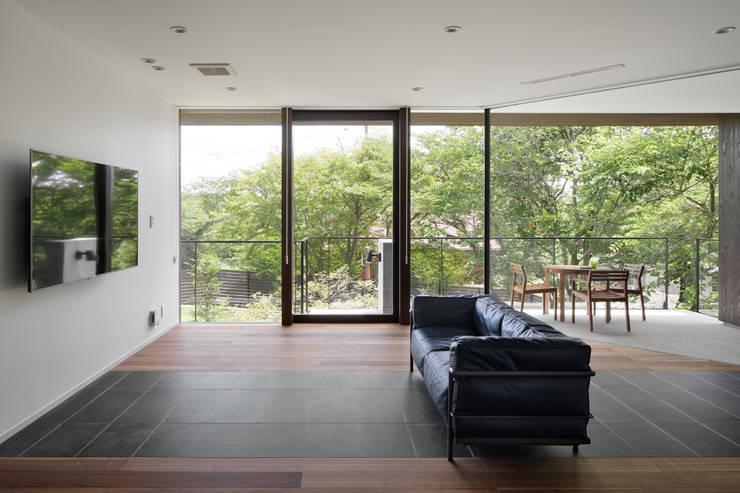 Salones de estilo  de atelier137 ARCHITECTURAL DESIGN OFFICE, Asiático Vidrio