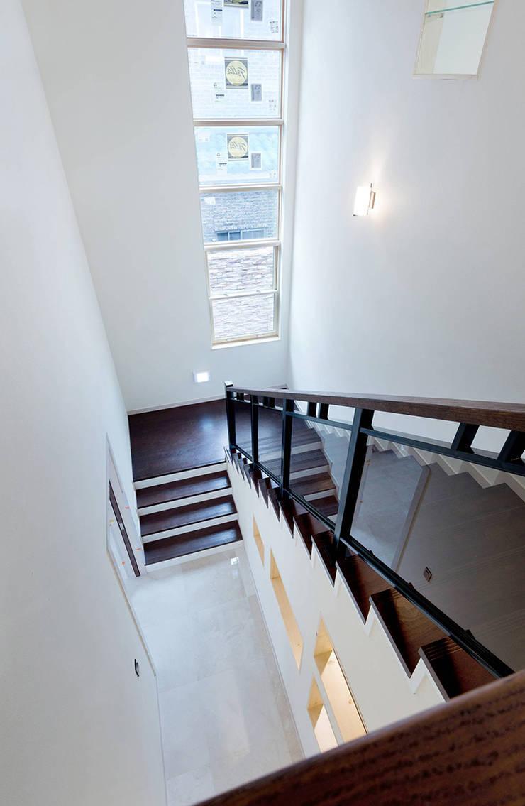 STONE HOUSE: OUA 오유에이의  계단,