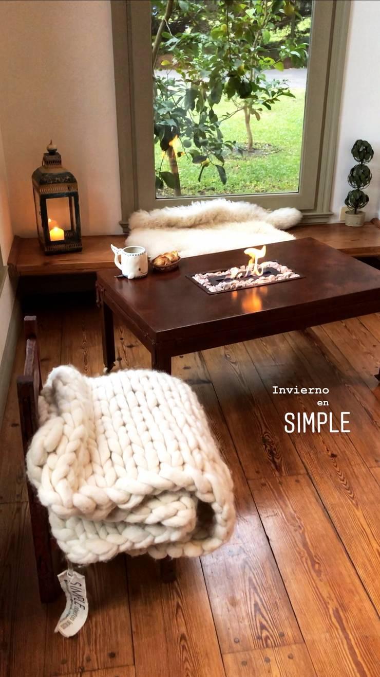 Mesa ratona en hierro vintage y llama cortina: Hogar de estilo  por Simple Objetos Unicos
