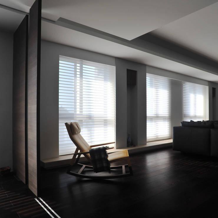 室內設計 怡和 YC House:  客廳 by 黃耀德建築師事務所  Adermark Design Studio