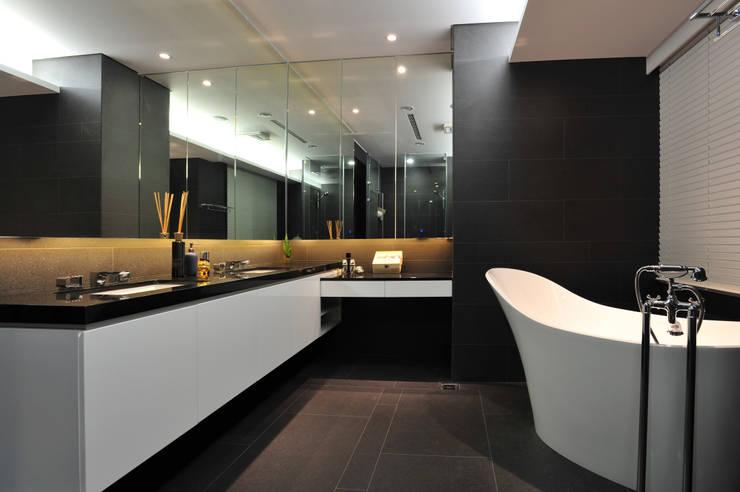 室內設計 市政廳 HL House:  浴室 by 黃耀德建築師事務所  Adermark Design Studio