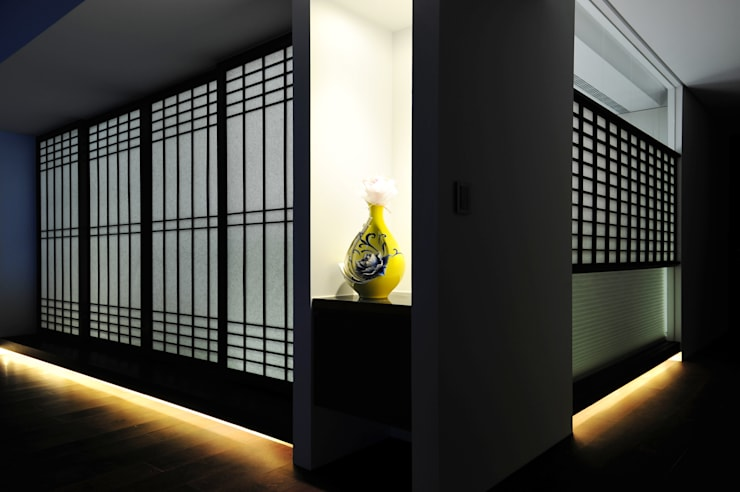室內設計 市政廳 HL House:  門 by 黃耀德建築師事務所  Adermark Design Studio